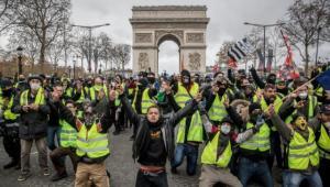 """""""السترات الصفراء"""" يعودون الى شوارع باريس"""