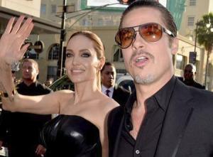 براد بيت يطبع قبلة حارة على شفاه أنجلينا جولي