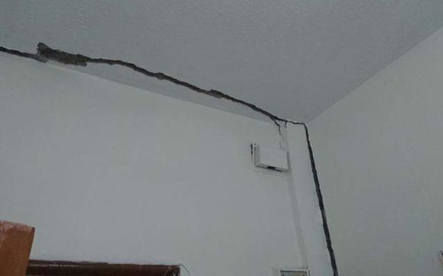 إخلاء منزل تعرض للتصدعات نتيجة مياه الأمطار في جرش