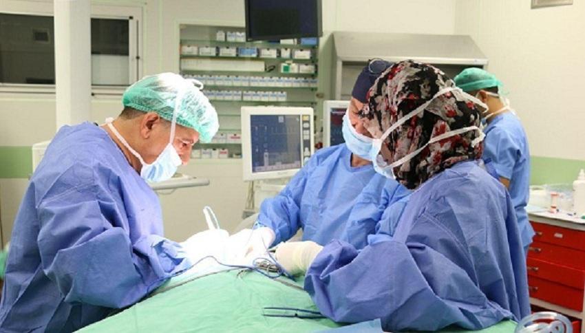 والدة عشريني تناشد الديوان الملكي لتوفير اعفاء طبي لعملية جراحية لابنها العشريني