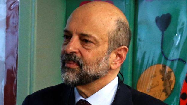 """مطالبة بعدم زج """"الرزاز"""" للتدخل في قضیة الدخان"""