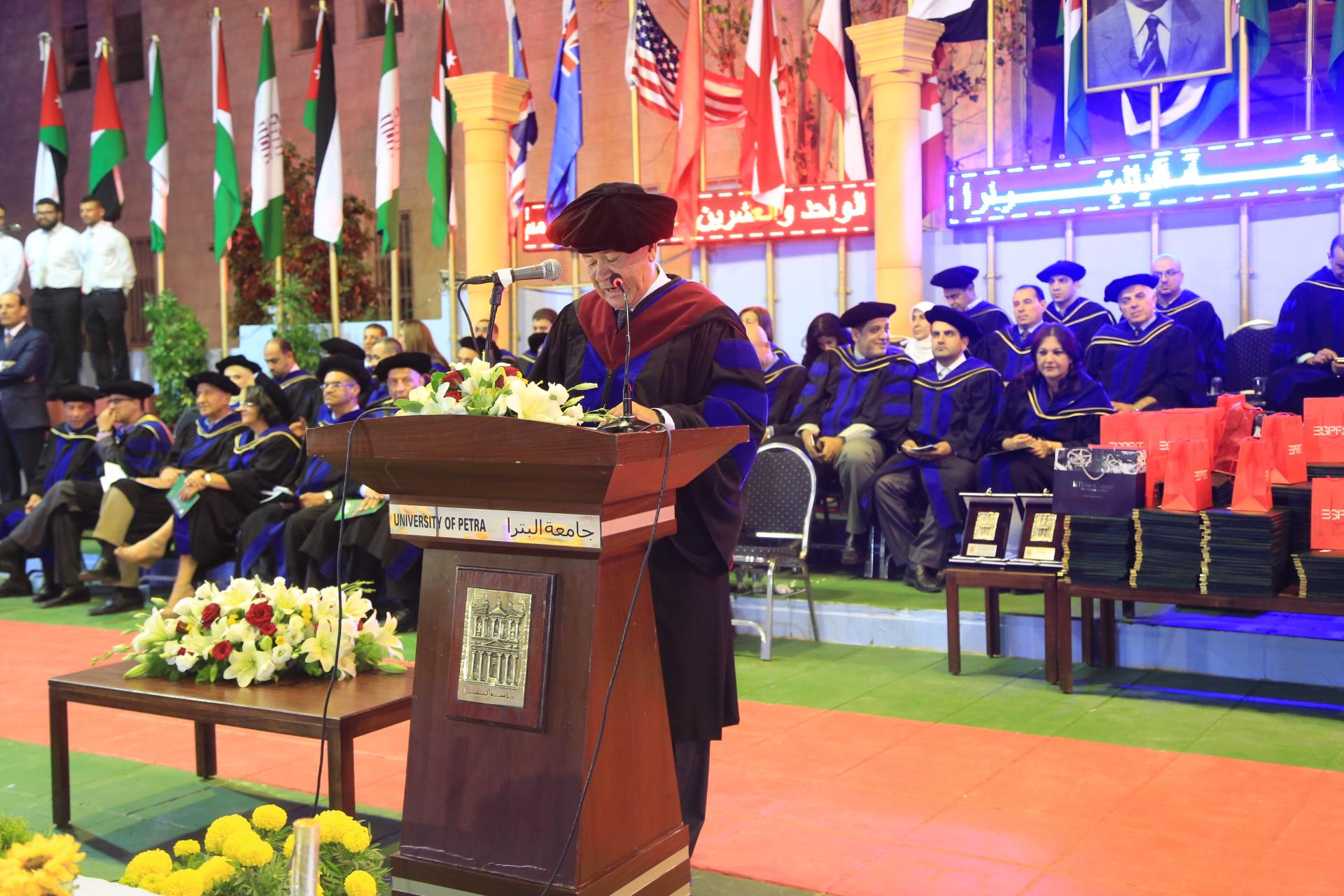 رئيس جامعة البترا يرعى حفل تخريج الفوج الحادي والعشرين من طلبة الجامعة