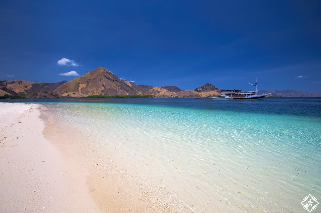 بالصور ..  زيارة إلى جزيرة فلوريس الإندونيسية  ..  وجهة تنين كومودو والشواطىء المذهلة