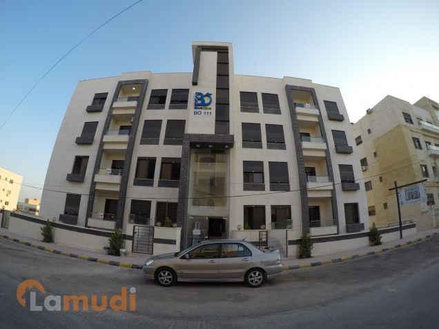 شقة 121م في حي المنصور الراقي طابق ثالث مطلة على شارع الأردن