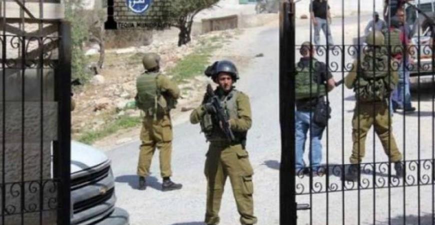 جيش الاحتلال يدفع بتعزيزات عسكرية جديدة شمال الخليل