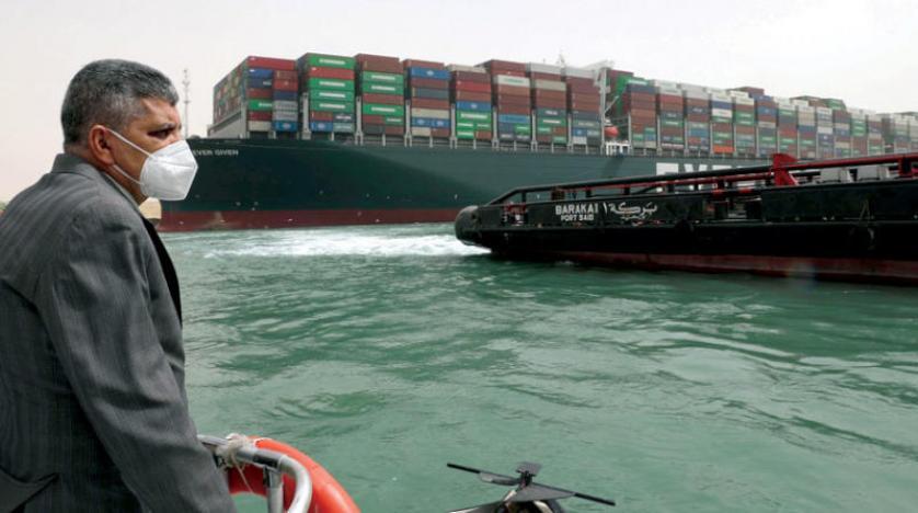 الشركة المالكة للسفينة الجانحة بقناة السويس: جهود تعويم السفينة لا تزال جارية