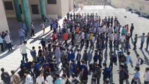 طلاب مدرسة الملك عبدالله الثاني للتميز يمتنعون الدراسة لرفضهم المناهج..صور