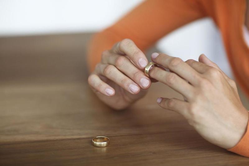 السجن عامين لمعلمة مغربية جمعت بين زوجين