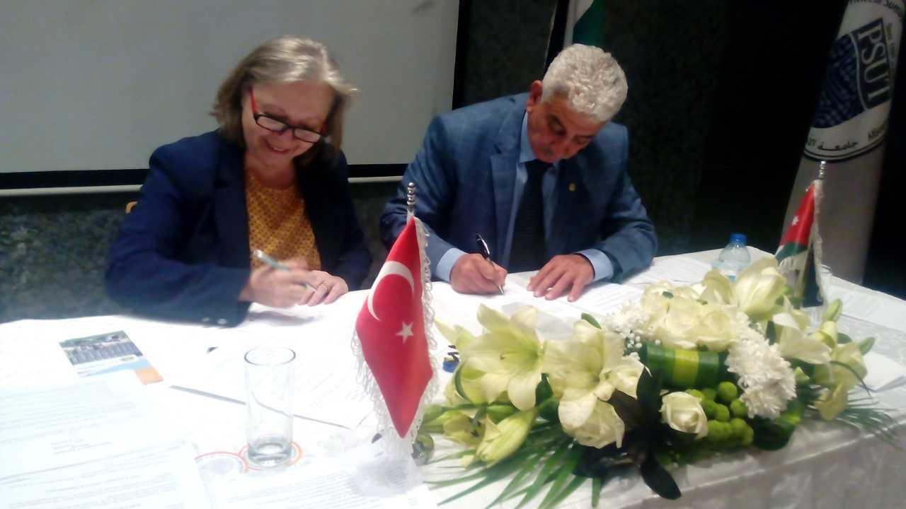 """""""الزيتونة"""" توقع اتفاقيتي تعاون مع جامعتي كارابوك واسكندرون التركية"""