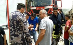 بالصور..إنقاذ عائلة احترق منزلها في عجلون
