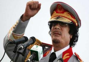 صديق مقرب من القذافي يكشف ما حصل معه بعد رفضه الإنشقاق عنه