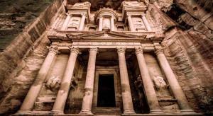 'وكلاء السياحة' يطالبون بمعاملة السائح العربي كالأردني
