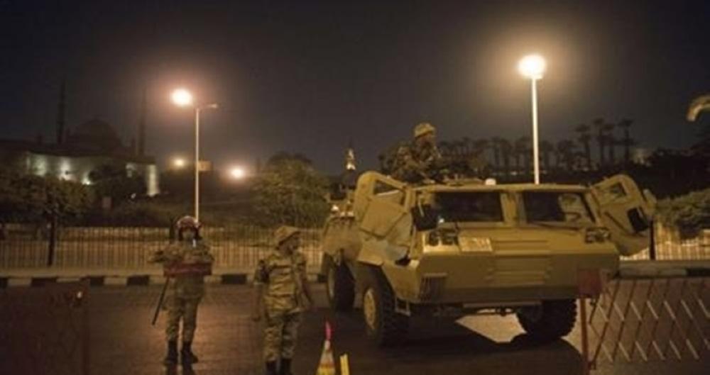 مصر تمدد حظر الطيران والتجوال الليلي لمدة أسبوعين لمواجهة كورونا