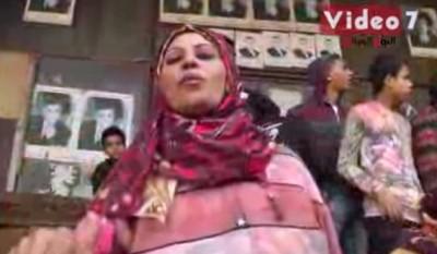 """بالفيديو  ..  مصريات يهددن بخلع ملابسهن بميدان التحرير""""زلط ملط"""""""