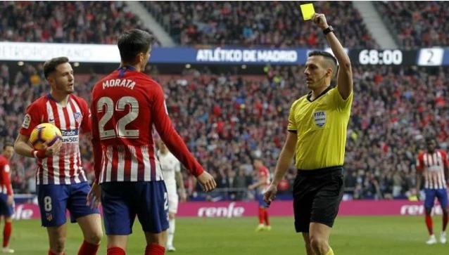 6 حالات تحكيمية أثارت الجدل في ديربي مدريد