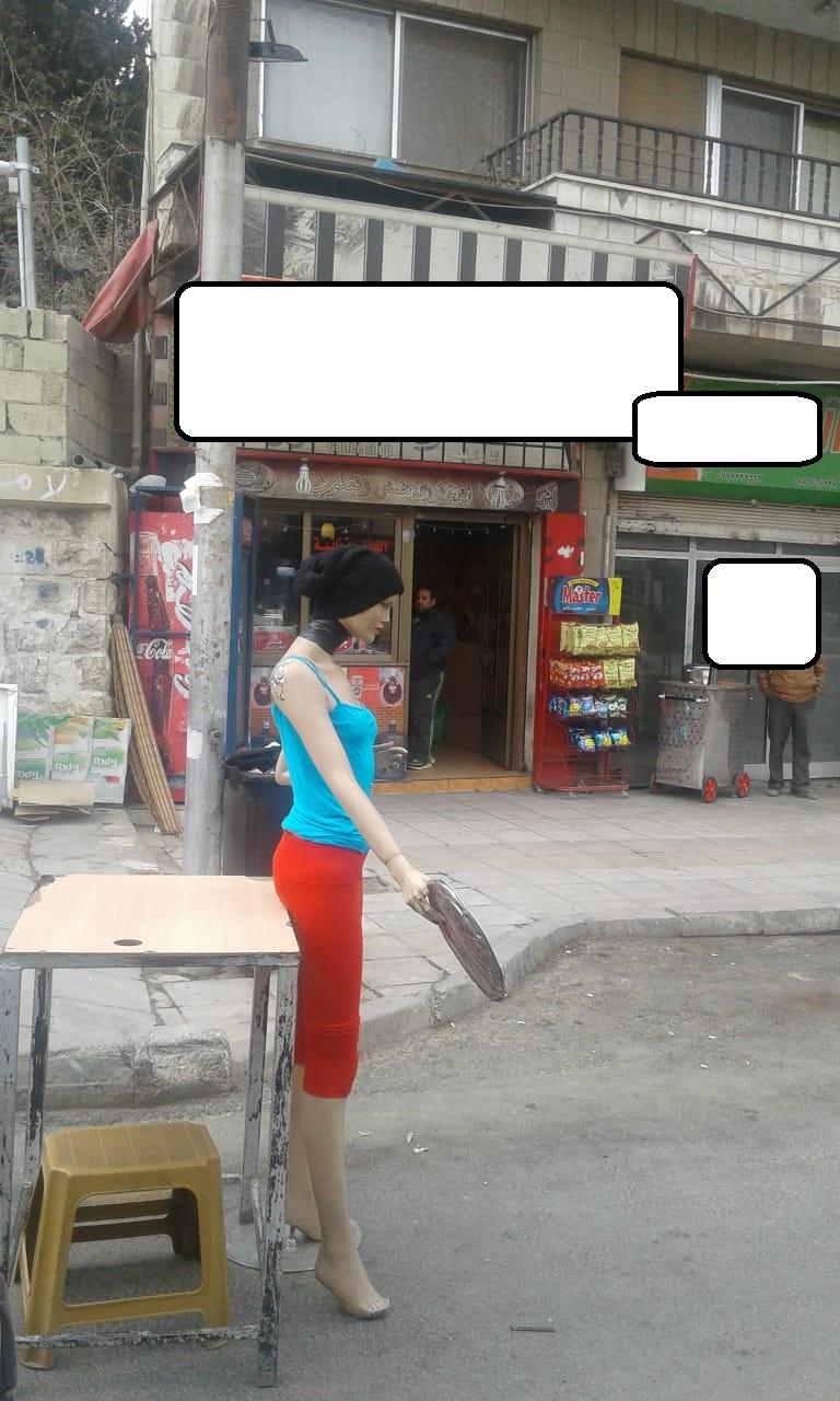 """بالصور  ..  متصرف لواء ماركا يعمم بإزالة الـ""""مانيكان"""" من الشوارع"""