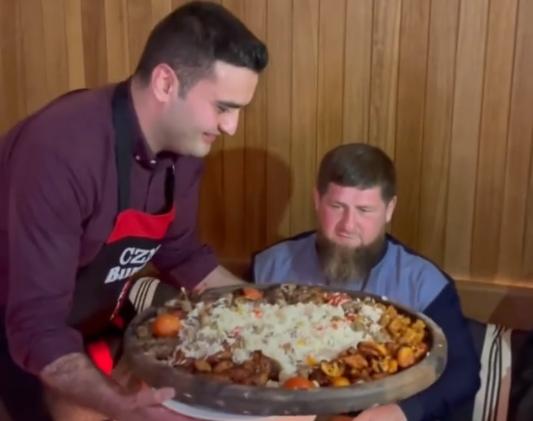 """بالفيديو  ..  الشيف """"بوراك"""" يخدع الرئيس الشيشاني"""