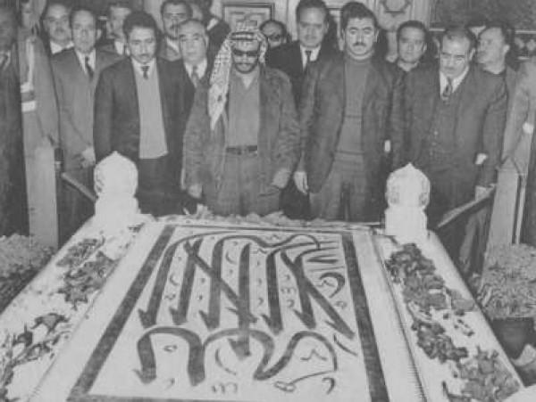 صورة نادرة للرئيس الشهيد ياسر عرفات بجوار ضريح الرئيس الراحل جمال عبد الناصر