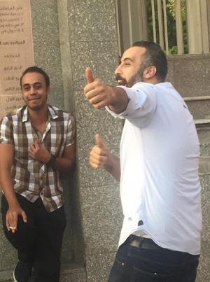 بالفيديو  والصور .. فتاة تنجح بفصل شاب من عمله بعد ان تحرش بها في الشارع