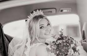 بالفيديو  ..  شاهد لحظة تعرض عروس لحادث مروع !