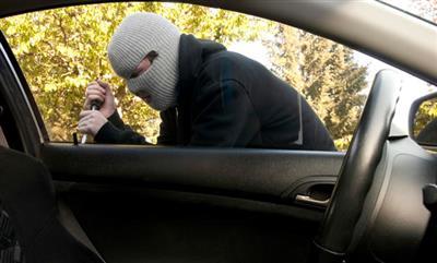 القبض على صاحب اسبقيات سرق مركبة مواطن في الزرقاء