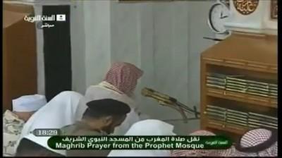 لتجديد الوضوء ..  شاهد بالفيديو: الشيخ علي الحذيفي يقطع صلاة المغرب في المسجد النبوي