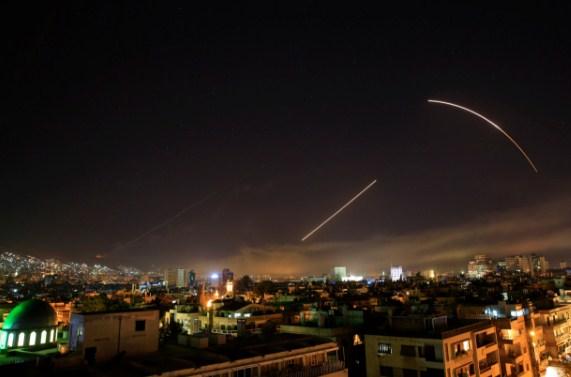 بالفيديو  ..  لحظة تنفيذ الغارات الجوية على سوريا من قبل العدوان الثلاثي