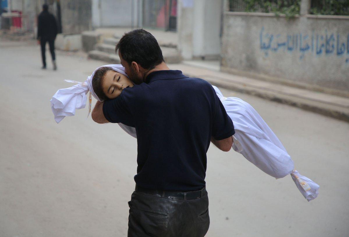 """""""لا يمكنهم دفن موتاهم"""" ..  مأساة الغوطة مستمرة وأهلها ينتظرون القنبلة التالية في رعب!"""