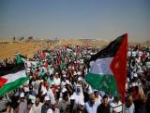 """الفلسطينيون يشاركون في جمعة """"كسر الحصار"""""""