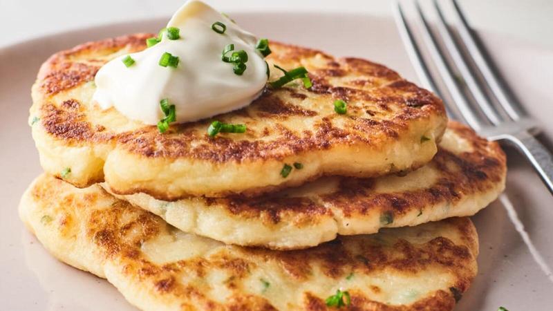 اليكم طريقة اعداد فطائر البطاطس بالجبنة في رمضان