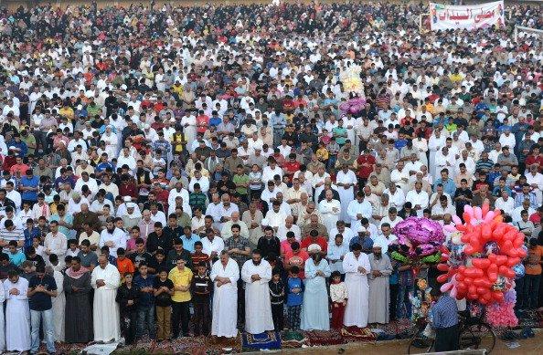 ما هي الأحكام المترتبة على اجتماع العيد والجمعة في يوم واحد ؟