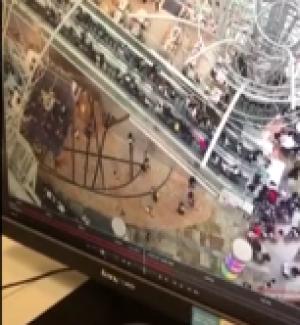 بالفيديو.. درج كهربائي يقلب أتجاهه ويسير بسرعة فأئقة يرعب المواطنين