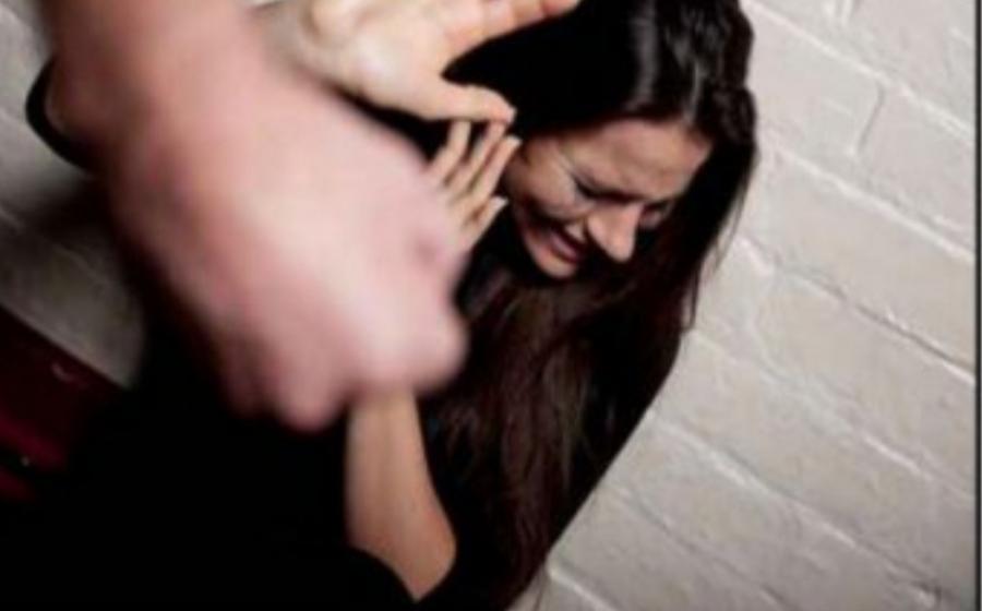 زوجي يضربني ويهنينني