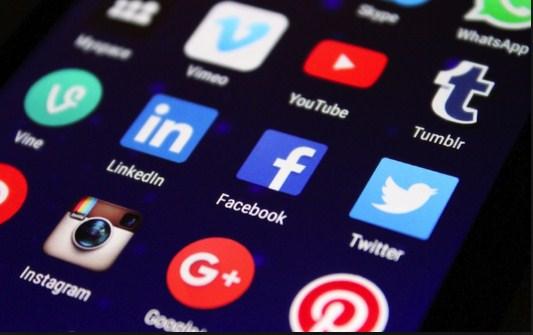 بعد تضييق الخناق على الحريات  ..  الأردنيون يتجهون للتهاني و التعازي على فيسبوك و يبتعدون عن السياسة