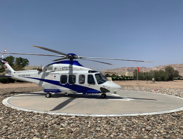 شرطة أبوظبي تنقل مواطنًا جواً من سلطنة عمان للعلاج بتوام