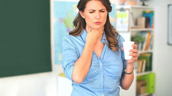 لماذا يصيب عسر البلع الفموي كبار السن؟