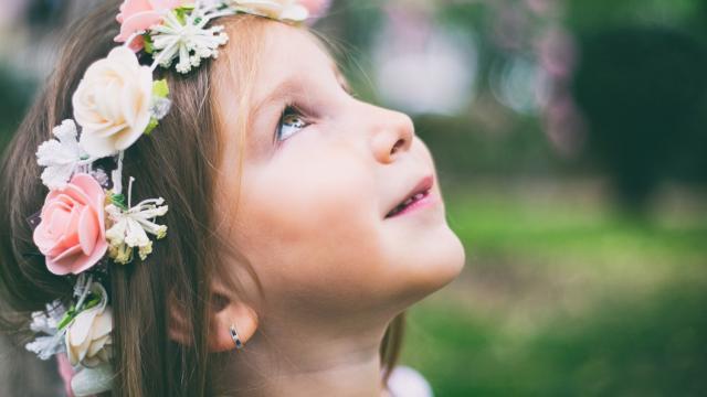كيف أزرع الأمل والفرح في ابنتي المريضة؟