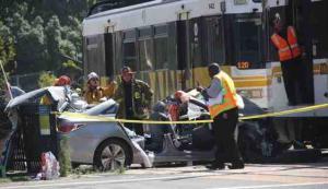 بالصور.. إصابة 21 شخصاً إثر خروج قطار عن مساره في لوس أنجلوس