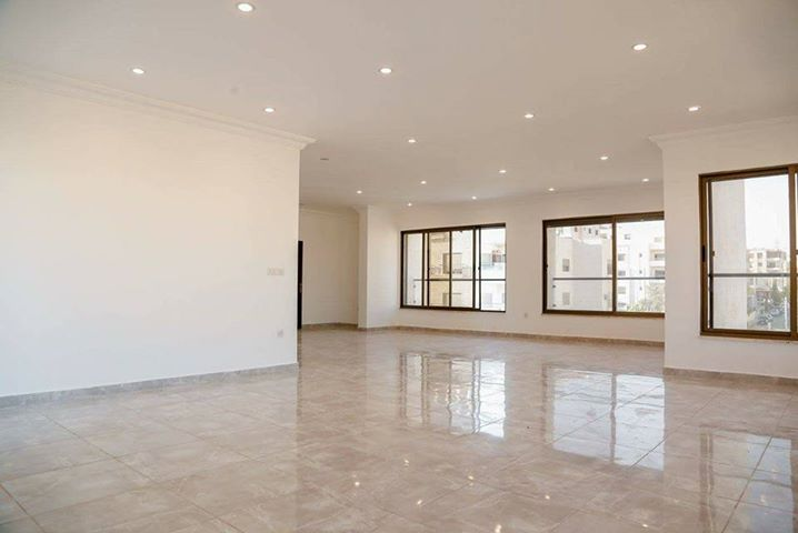شقة مميزة للبيع في جبل الكرسي