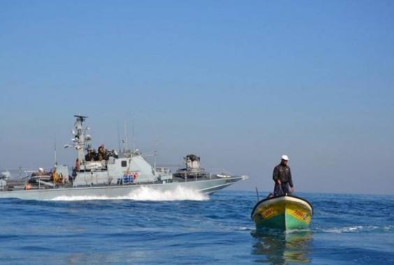 الاحتلال يعتقل صيادين قبالة بحر مدينة غزة