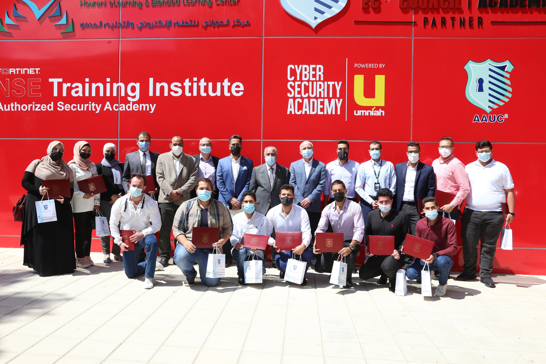 أكاديمية أمنية للأمن السيبراني تعقد ثلاث دورات لطلبة جامعة عمّان الأهلية وترعى حفل تخريجهم