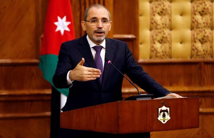 توقيف مستشار سابق بعد شكوى من وزير الخارجية الصفدي