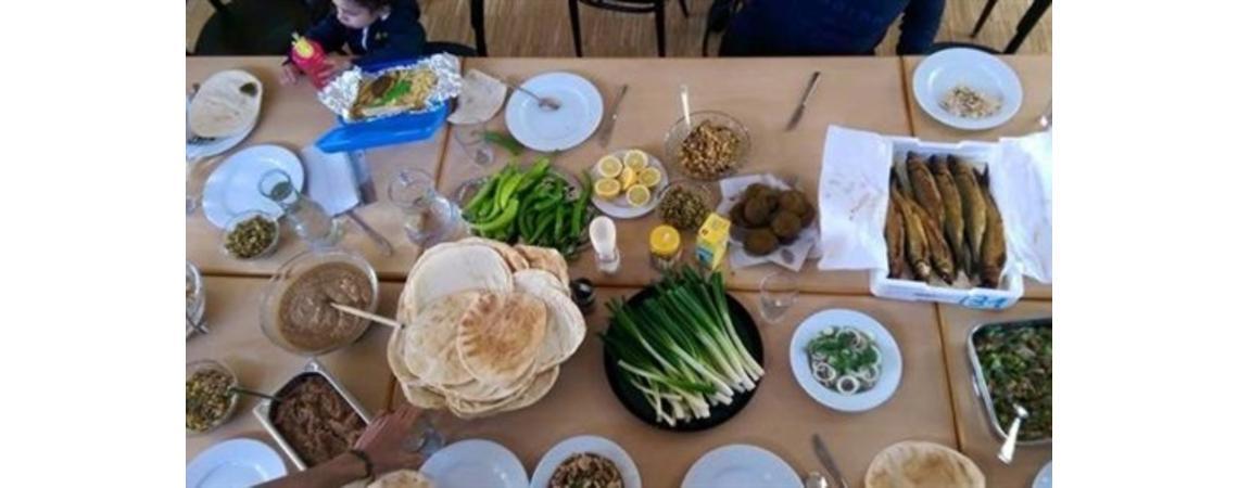 الفسيخ وجبة عربية في العيد  ..  من أين جاءت؟