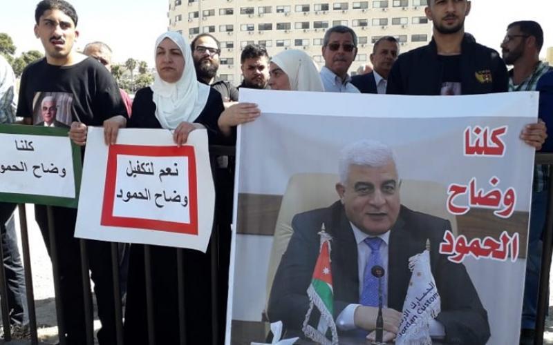 """العشرات من اقارب """"الحمود"""" يعتصمون امام """"النواب"""" للمطالبة بالافراج عنه"""