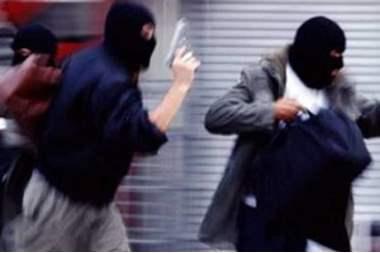 """عصابة تنفذ """"أغبى"""" عملية سطو على محل صرافة في دبي"""