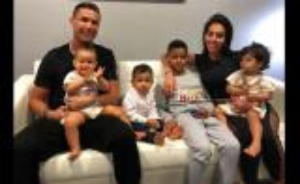 جارة رونالدو تكشف تفاصيل مثيرة عن حياته المنزلية