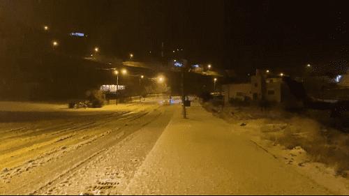 تراكم للثلوج بمعان يغلق طريق الواصل بين الطيبة و أيل