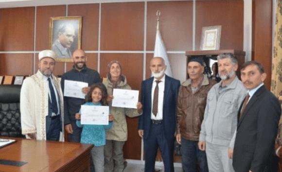 عائلة ارجنتينية تعتنق الاسلام خلال رحلة سياحية لتركيا