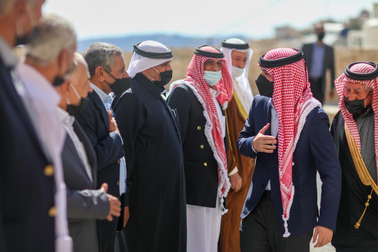 ولي العهد يلتقي بعدد من وجهاء لواء البتراء في منزل الشيخ عطاالله السعيدات