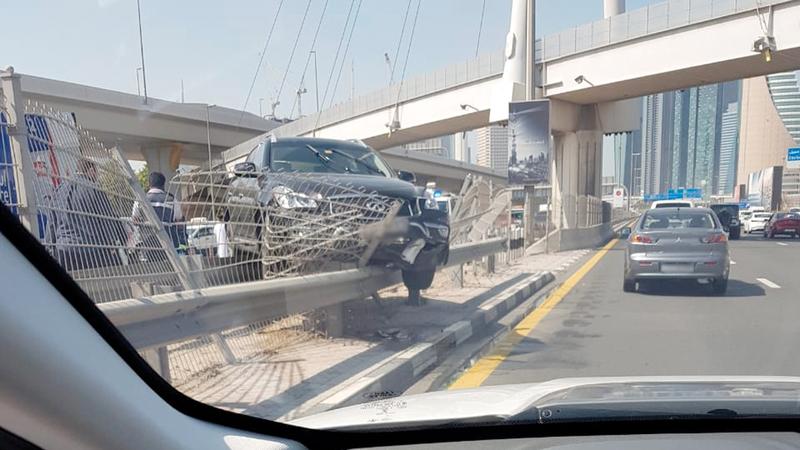 بالصور ..  امرأة تتسبب في تحطم 4 مركبات فارهة في «بوليفارد دبي»